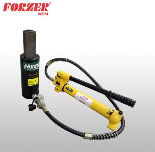 Hydraulic cylinders with pump